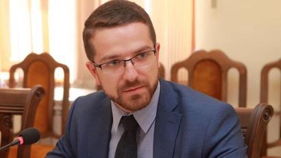 Կալանավորված նախկին փոխնախարար Գեւորգ Լոռեցյանի պաշտպանը միջնորդել է, որ Արայիկ Հարությունյանը հարցաքննվի |armtimes.com|