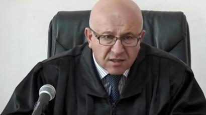 Դատավոր Մնացական Մարտիրոսյանը որոշում կայացրեց կալանավորելու Բավրայի մաքսատան հերթափոխի պետին, ում կալանավորելու միջնորդությունը երեկ մերժվել էր |hetq.am|
