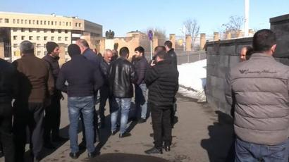 Անհետ կորած զինծառայողների հարազատները բողոքի ակցիա են անցկացնում ՊՆ-ի դիմաց |armenpress.am|