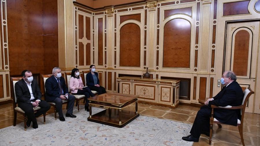 Արմեն Սարգսյանը հանդիպել է ԱԺ խմբակցություններում չընդգրկված մի խումբ պատգամավորների հետ