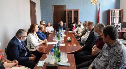 Գագիկ Ջհանգիրյանը ԲԴԽ անդամների հետ աշխատանքային այցեր է կատարել դատարաններ