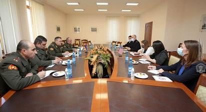 ԶՈՒ ԳՇ պետն ԱՄՆ դեսպանի հետ քննարկել է ռազմական ոլորտում հայ-ամերիկյան համագործակցությանն առնչվող հարցեր