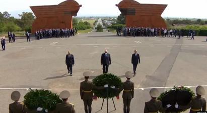 Հանրապետության ղեկավարներն այցելել են Սարդարապատ, հարգել հերոսամարտում զոհվածների հիշատակը