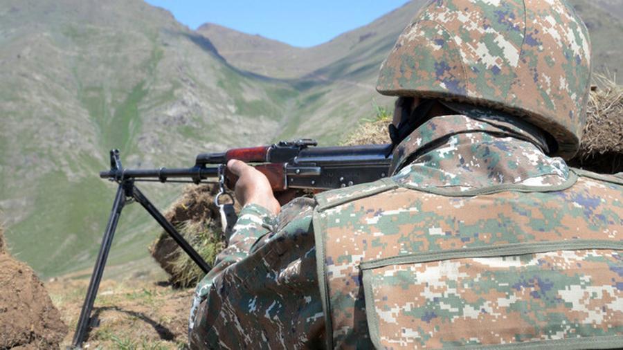 Հայկական կողմը ոչ թե գնդակոծել է ադրբեջանական դիրքերը, այլ միջոցներ ձեռնարկել՝  ՀՀ սահմանային հատվածում ադրբեջանական ԶՈՒ ինժեներական աշխատանքները դադարեցնելու ուղղությամբ․ ՊՆ պարզաբանումը