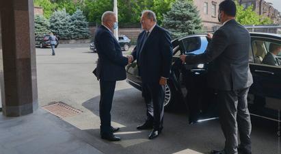 Արմեն Սարգսյանը այցելել է ՀՀ-ում ՌԴ դեսպանություն, հանդիպել դեսպան Կոպիրկինի հետ