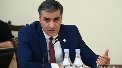 Արման Թաթոյանը վարչապետի պաշտոնակատարին ուղղված նամակով բարձրացրել է Եվրոպական դատարան հրատապ գանգատ ներկայացնելու հարցը` կապված ՀՀ գյուղերի հարևանությունից Ադրբեջանի ԶՈՒ-երի հեռացնելու հետ
