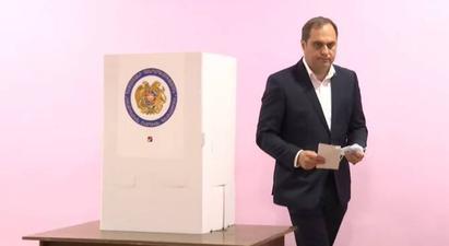 «Զարթոնք» կուսակցության ղեկավար Արա Զոհրաբյանը քվեարկեց հանուն ազգային իշխանության ձևավորման