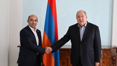 Արմեն Սարգսյանը հանդիպել է «Լուսավոր Հայաստան» կուսակցության ղեկավար Էդմոն Մարուքյանի հետ