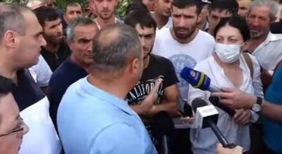 Արմավիրցիները փակել են Երևան-Արմավիր մայրուղին. վիճաբանություն պատասխանատուների հետ |armtimes.com|