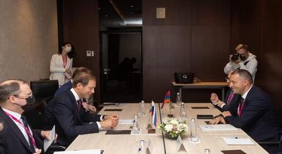 Վահան Քերոբյանը հանդիպել է ՌԴ արդյունաբերության և առևտրի նախարարի հետ