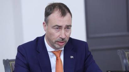 ԵՄ հատուկ ներկայացուցիչն անդրադարձել է հայ-ադրբեջանական սահմանին տիրող իրավիճակին |armenpress.am|