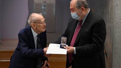 Արմեն Սարգսյանն այցելել է ճապոնացի հայտնի գործարար և բարերար Շիբուսավա Էիչի հուշահամալիր-հիմնադրամ