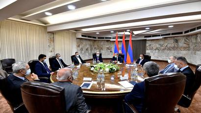 Nikol Pashinyan took part in the first sitting of the consultative meeting on cooperation with extra-parliamentary political forces