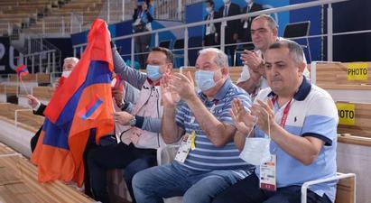 Արմեն Սարգսյանը Տոկիոյի օլիմպիական մարզադաշտում հետևել է մարմնամարզիկ Արթուր Դավթյանի մրցելույթին
