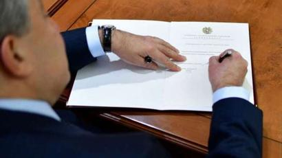 Բորիս Սահակյանին շնորհվել է արտակարգ դեսպանորդ և լիազոր նախարարի դիվանագիտական աստիճան