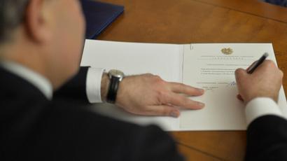 Համապատասխանում է Սահմանադրությանը, թեև առանձին դրույթներ խնդրահարույց են, իսկ որոշ փոփոխություններ` վիճելի․ նախագահն ստորագրել է ՔԴՕ և «Բանկային գաղտնիքի մասին» օրենքի փոփոխությունների փաթեթը