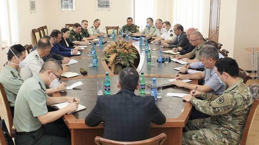 ՊՆ-ն ՀՀ-ում հավատարմագրված ռազմական կցորդներին ներկայացրել է սահմանային իրավիճակը