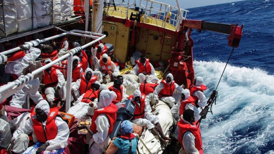 Շուրջ 400 մարդ է փրկվել Միջերկրական ծովում խորտակվող նավից |tert.am|