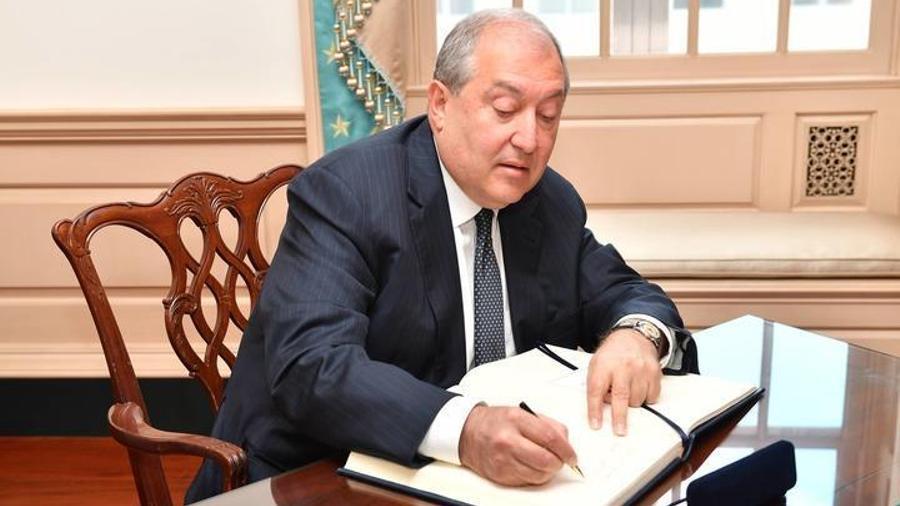 Սուրեն Պապիկյանը՝ փոխվարչապետ, Արշակ Կարապետյանը՝ պաշտպանության նախարար․ նախագահը հրամանագրեր է ստորագրել