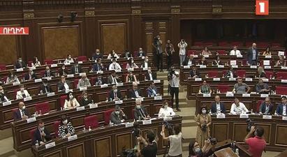 «Պատիվ ունեմ»-ը լքել է նիստերի դահլիճը, իսկ «Հայաստան» խմբակցությունը մասնակցում է կառավարության ծրագրի քննարկմանը |1lurer.am|