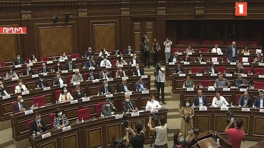 «Պատիվ ունեմ»-ը լքել է նիստերի դահլիճը, իսկ «Հայաստան» խմբակցությունը մասնակցում է կառավարության ծրագրի քննարկմանը  1lurer.am 