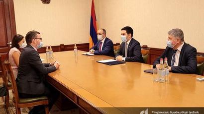 ՊԵԿ նախագահ Ռուստամ Բադասյանը հյուրընկալել է Միացյալ Թագավորության դեսպան Ջոն Գալագերին