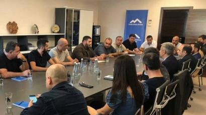Ուկրաինայի հայ համայնքի ղեկավարը և Հայաստանի նորանշանակ դեսպանը քննարկել են հարցերի լայն շրջանակ |armenpress.am|