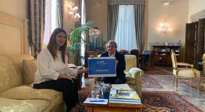 Իտալիայի պետական կառավարման նախարարն ու ՀՀ դեսպանը քննարկել են երկկողմ համագործակցության հարցեր |armenpress.am|