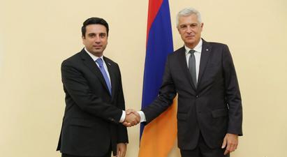 Այս պահին առաջնային է Ադրբեջանում պահվող հայ ռազմագերիների և քաղաքացիական անձանց անհապաղ հայրենադարձման հարցը. Ալեն Սիմոնյանը՝ Սլովակիայի ԱԳ նախարարին