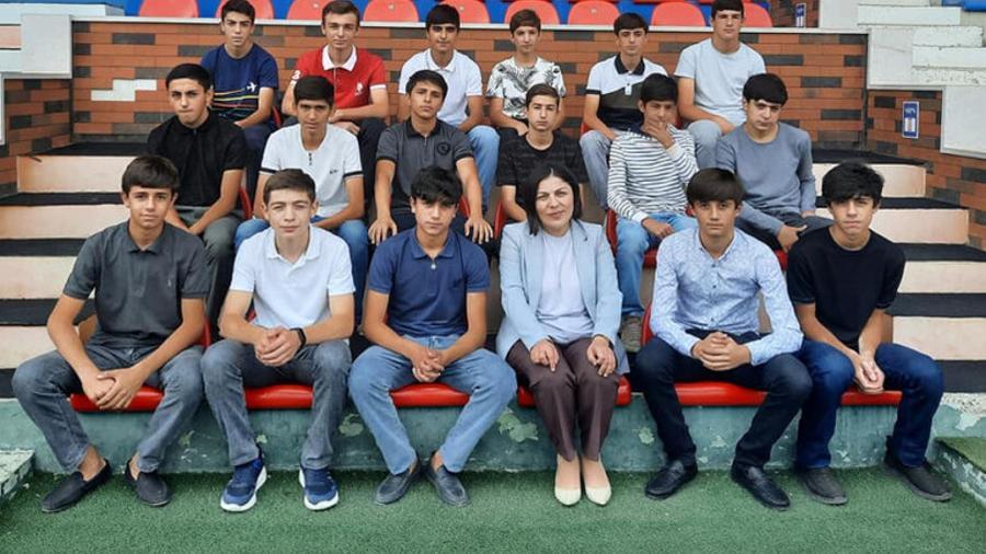 «Լեռնային Արցախ» մանկապատանեկան թիմին տեղափոխող ավտոբուսի հետ կատարվածը ահաբեկչության դասական օրինակ է. Արցախի ԿԳՄՍ նախարարը երեխաների հետ լուսանկար է հրապարակել