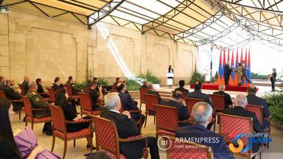 Անկախության տոնի առթիվ ՀՀ նախագահը մի շարք գործիչների շնորհել է պատվավոր կոչումներ՝ ֆիզիկական կուլտուրայի և սպորտի զարգացման գործում ունեցած վաստակի համար