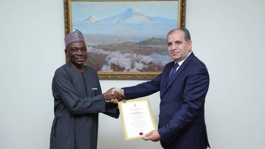Նիգերիայի նորանշանակ դեսպանը իր հավատարմագրերի պատճենն է հանձնել ՀՀ ԱԳ նախարարի տեղակալին