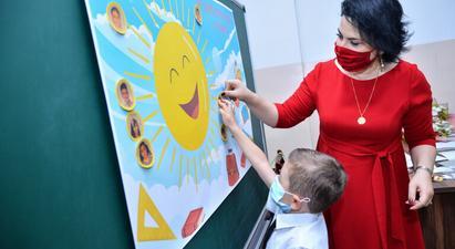 «Ուսուցչի օրվա» նախաշեմին Կառավարության որոշմամբ լավագույն մանկավարժները կպարգևատրվեն 500.000 դրամի չափով