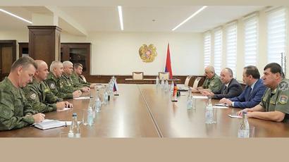 Արշակ Կարապետյանն ընդունել է Ռուստամ Մուրադովին․ վերջինս ներկայացրել է Արցախում ՌԴ խաղաղապահ ուժերի նորանշանակ հրամանատար Գենադի Անաշկինին