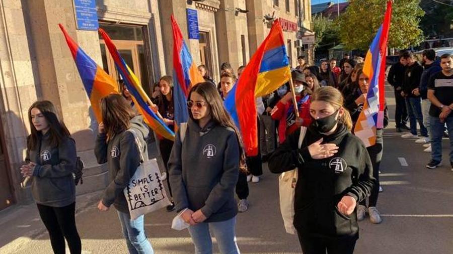 Գյումրիում անցկացվում է 44-օրյա պատերազմի նահատակների հիշատակի երթ |armenpress.am|