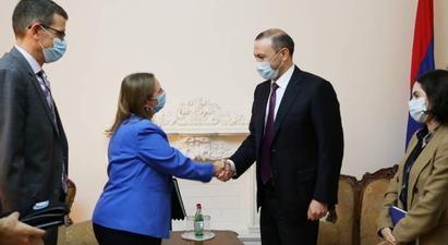 ՀՀ ԱԽ քարտուղարը և ԱՄՆ դեսպանն անդրադարձել են հայ-ադրբեջանական սահմանին տիրող իրավիճակին