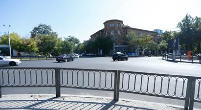 Երևանում արգելապատնեշներ են տեղադրվում այն փողոցներում, որտեղ երթևեկության աջ գոտին միշտ բաց է և չկան գծանշված հետիոտնային անցումներ