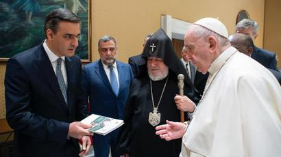 Արման Թաթոյանը Հռոմի Պապին զեկույցներ է ներկայացրել Ադրբեջանում հայ գերիների խոշտանգման մասին