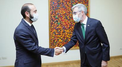 ՀՀ ԱԳ նախարարն ընդունել է ՀՀ-ում Շվեդիայի դեսպանին․ զրուցակիցները բարձր են գնահատել երկկողմ և բազմակողմ ձևաչափերում հայ-շվեդական հարաբերությունների զարգացման դրական դինամիկան