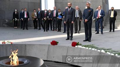 Հնդկաստանի ԱԳ նախարարը հարգանքի տուրք է մատուցել Հայոց ցեղասպանության զոհերի հիշատակին