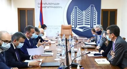 Վահան Քերոբյանն ԱՄՆ դեսպան Լին Թրեյսիի հետ քննարկել է Հայաստանի ներդրումային ներուժը