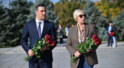 Հայաստանի և Ուկրաինայի ՄԻՊ-երը Ծիծեռնակաբերդում հարգանքի տուրք են մատուցել Հայոց ցեղասպանության զոհերի հիշատակին