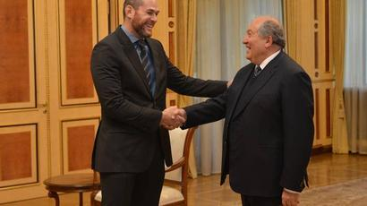 Փորձելու եմ ճանաչել այս հիասքանչ երկիրը. ՀՀ նախագահը հյուրընկալել է բրազիլական ջիու-ջիթսուի աշխարհի բազմակի չեմպիոն Ռոջեր Գրեյսիին