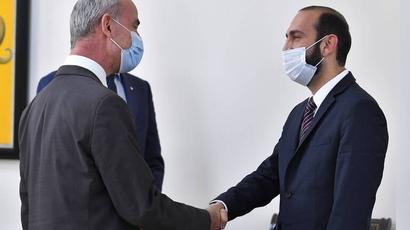 Ադրբեջանը թաքցնում է գերիների իրական թիվն ու պահման վայրերը. Միրզոյանը՝ ԿԽՄԿ փոխնախագահի հետ հանդիպմանը
