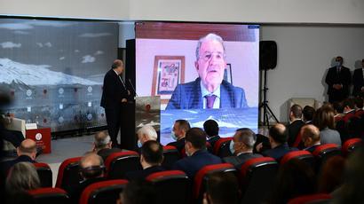 «Մտքերի հայկական գագաթնաժողովի» շրջանակում ՀՀ նախագահը զրուցել է Իտալիայի նախկին վարչապետ Ռոմանո Պրոդիի հետ