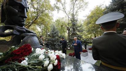 Վարչապետը հարգանքի տուրք է մատուցել հոկտեմբերի 27-ի ոճրագործության զոհերի հիշատակին